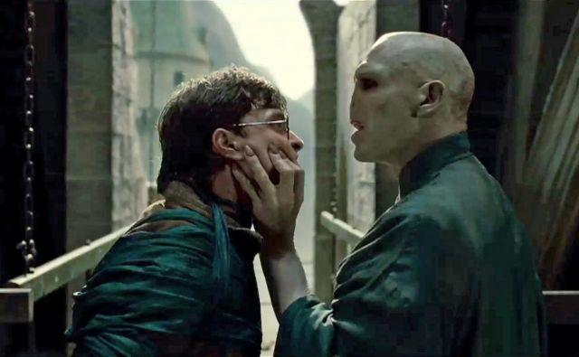Po besedah Boštjana Gorenca - Pižame podkast <em>Glav</em>e ponuja serijo<em> Tomo gleda Potterja</em>, v katerem popolni analfabeti o delu J. K. Rowling prvič gledajo vse filme o mladem čarovniku. Foto promocijsko gradivo