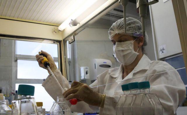 Ali imamo zdravila, ki pomagajo pri novem virusu? Foto Reuters