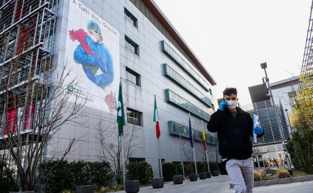 Bolnišnica papeža Janeza XXIII v Bergamu.V mestu so vse postelje v intenzivni negi zasedene. FOTO: Piero Cruciatti/AFP