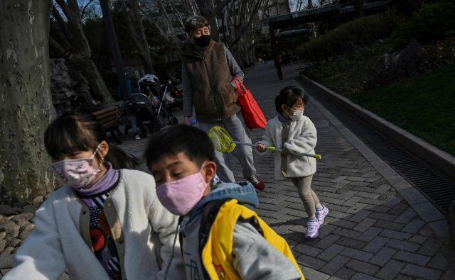 Unesco je objavil, da so zaradi koronavirusa zaprli šole v 85 državah, kar pomeni prekinitev pouka za skoraj 777 milijonov učencev. FOTO: Hector Retamal/Afp
