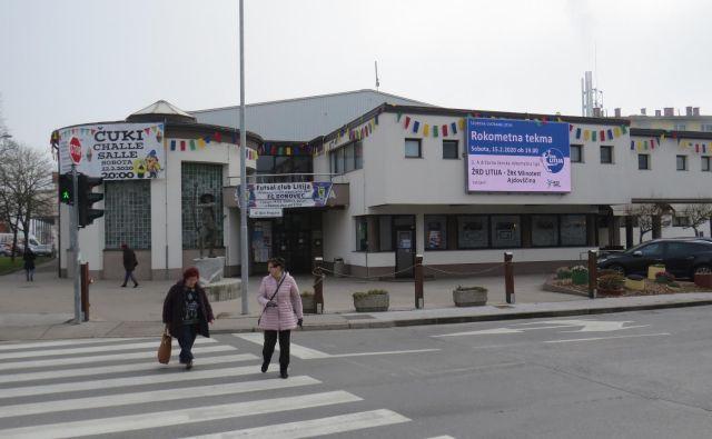 V (pre)zadolženi litijski občini ne nasprotujejo morebitnemu prevzemu dvorane v upravljanje.<br /> FOTO: Bojan Rajšek/Delo