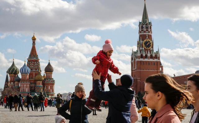 Dvaindvajset ljudi je priletelo z izrednim letom iz Moskve. FOTO: Tatjana Makejeva/Reuters