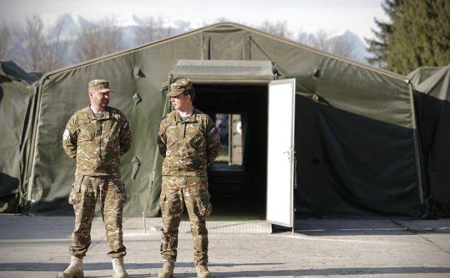 Mobilni stacionarij in mobilna bolnišnica v vojašnici Edvarda Peperka. FOTO: Uroš Hočevar/Delo