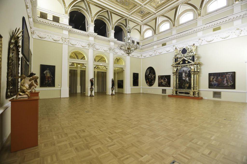 Kaj muzeji ponujajo brez prijemanja kljuk na portalih