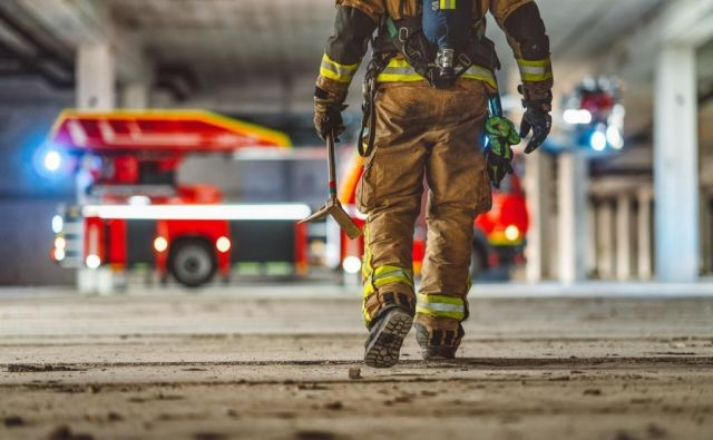 Za varnost ljudi in premoženja v Ljubljani skrbi 130 poklicnih gasilcev. FOTO: GBL