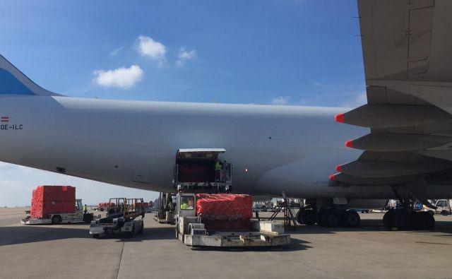 Kitajska donacija je že na belgijskem letališčuLiège in čaka na prevoz v Slovenijo. FOTO: Arhiv Dela