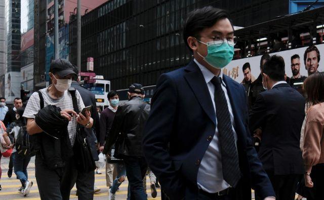 Potem ko je Hongkong prvi udar epidemije preživel s 168 okuženimi s koronavirusom, so včeraj tam odkrili še 14 primerov okužbe. Foto: Reuters