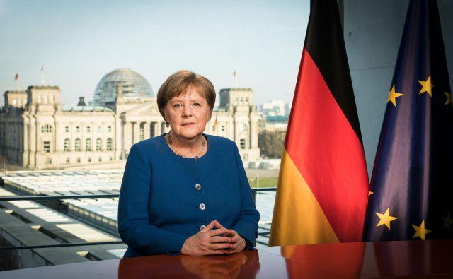 »Razmere so resne, a če bo vsak posameznik razumel ukrepe kot svojo odgovornost, nam bo uspelo,« je nagovorila Nemce Angela Merkel. Foto: AFP