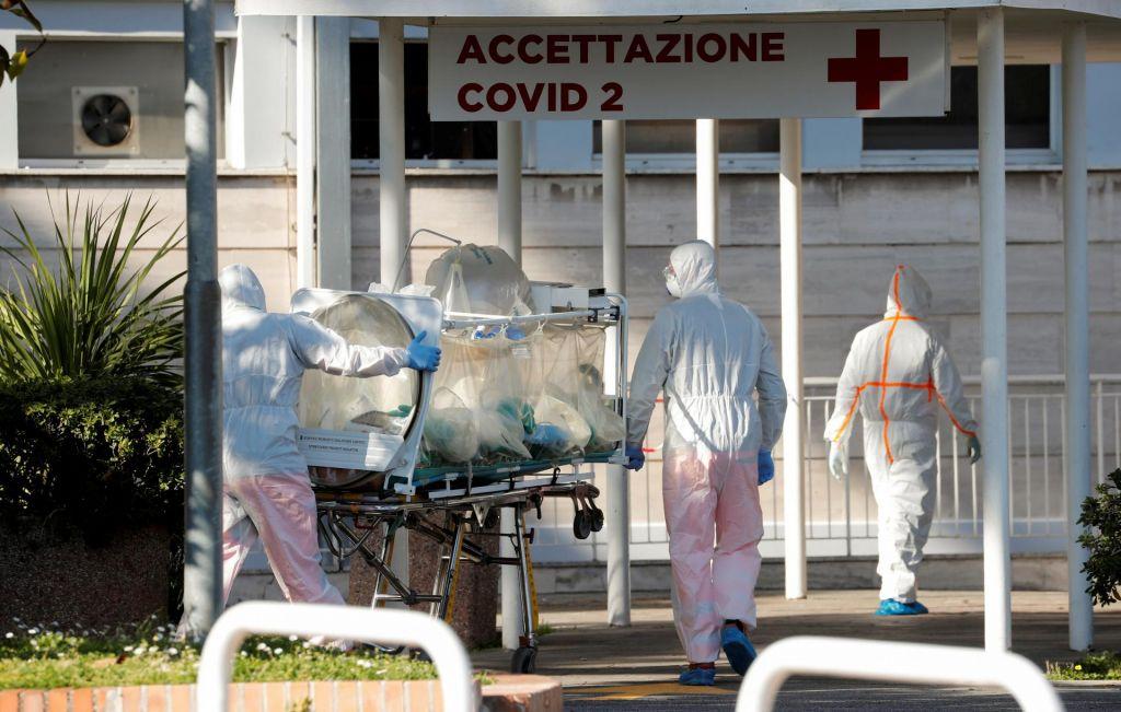 FOTO:V Italiji zaradi bolezni covid-19 umrlo že skoraj 3000 ljudi