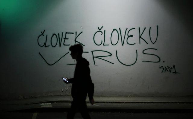 Koronavirus nam je nevaren, ker je pokazal, kako silovito nas je življenje v moderni družbi odtujilo od zakonov narave. FOTO: Jure Eržen/Delo
