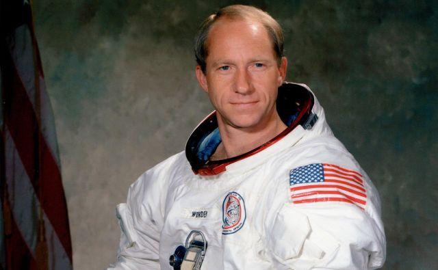 Al Wordenje bil pilot komandnega modula, medtem ko sta se poveljnik odprave Apollo 15 David Scott in pilot lunarnega modula James Irwin spustila in pristala na Luni. FOTO: Nasa <div> <div></div> </div>