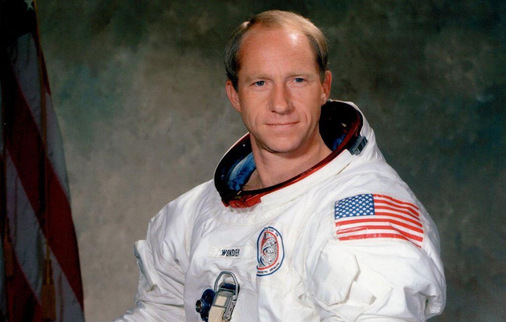 Umrl nekdanji astronavt Al Worden, pilot komandnega modula Apolla 15