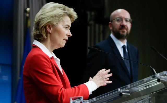 Predsednica komisije Ursula Von der Leyen in predsednik evropskega sveta Charles Michel. Foto: Aris Oikonomou/Afp