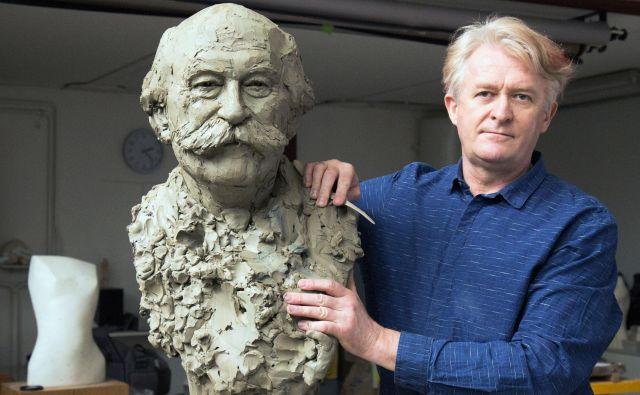 »Portret je nekje na sredi poti. Z njim se ukvarjam že kar nekaj časa.« Metod Frlic, akademski kipar FOTO: D. C.