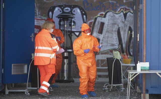 Od začetka epidemije Slovenija izvaja enega bolj intenzivnih programov testiranj. Foto Voranc Vogel