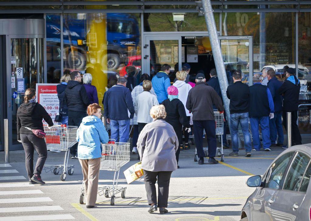 FOTO:Elektrika za petino cenejša, trgovine odprte samo do 18. ure
