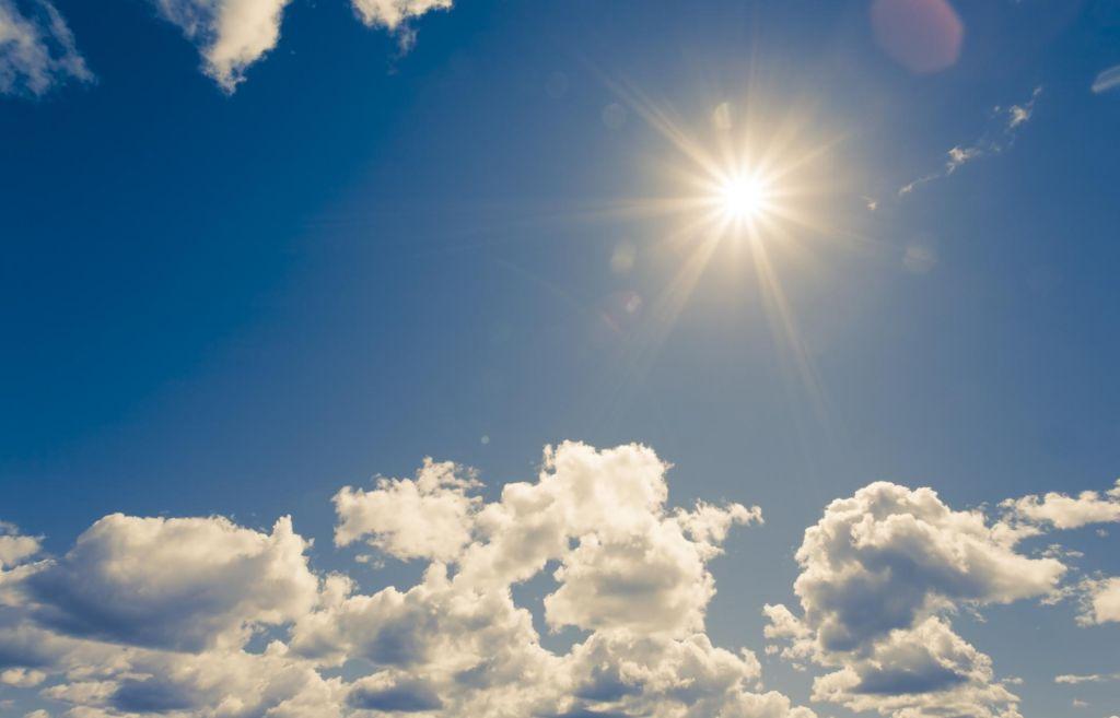 Danes in jutri še toplo vreme, v nedeljo morda sneg do nižin