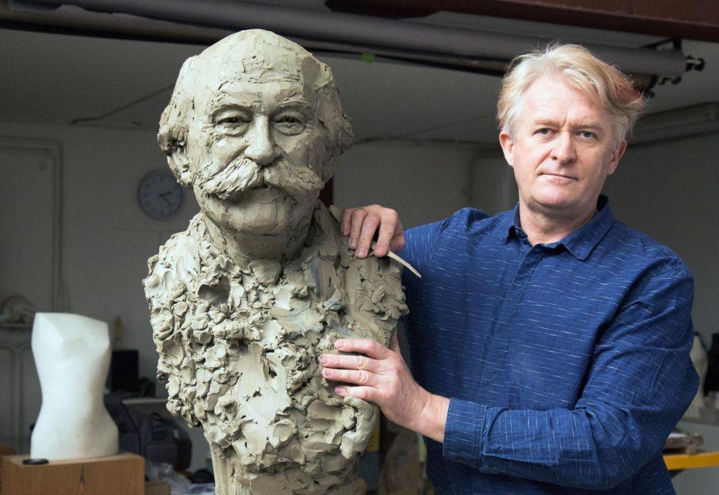 FOTO:Stanovnika že upodablja kipar Frlic
