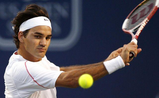Roger Federer poziva navijače, naj upoštevajo vsa navodila pristojnih. FOTO: Reuters