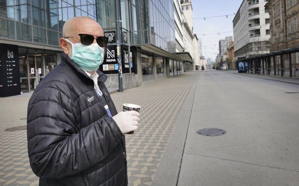FOTO:V Sloveniji okuženih 383 oseb, v Celju že svarijo pred prevaranti