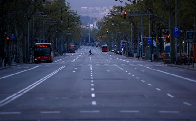 Pogled na izpraznjeno avenijo v Barceloni.Foto AFP