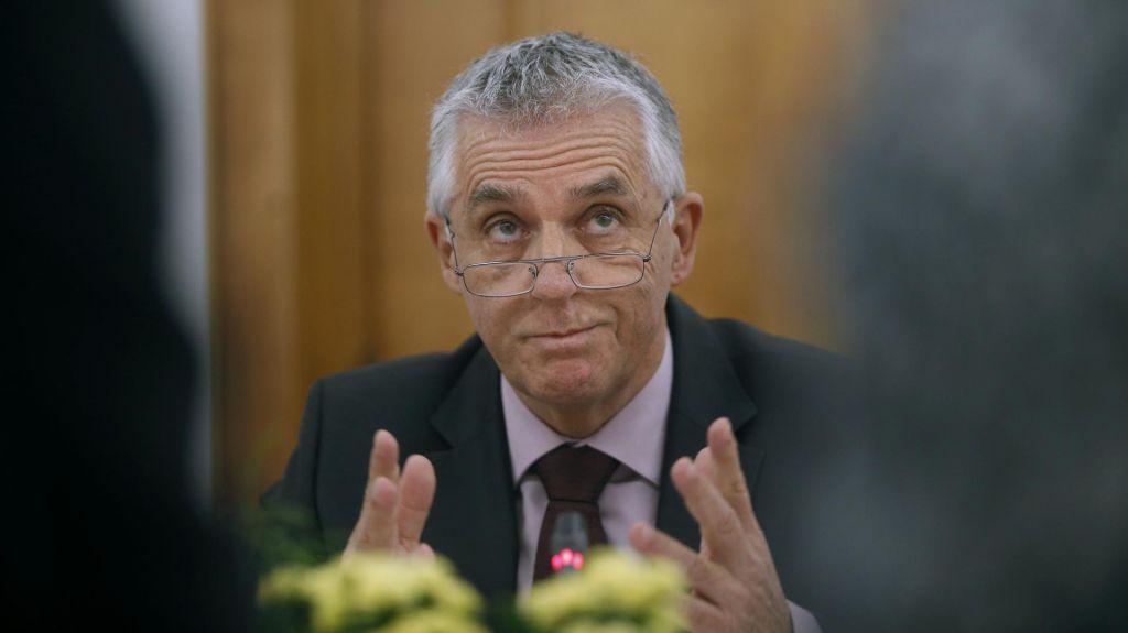 Minister Gantar:Novi koronavirus je zahteval drugo življenjepri nas