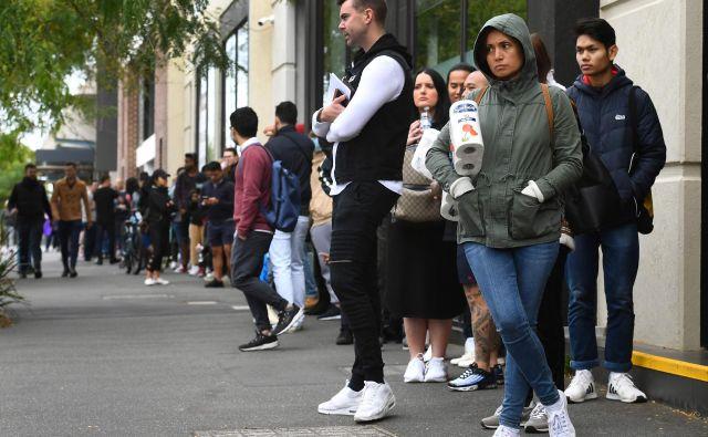 Dolge vrste pred zaposlitvenimi centri v avstralskem Melbourne postajajo vsakodneven pojav. Foto: Afp