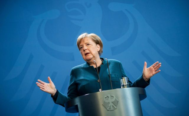 Vlada nemške kanclerke Angele Merkel je na današnji izredni seji potrdila finančno bazuko za nemško gospodarstvo, težko kar 1200 milijard evrov. FOTO: AFP