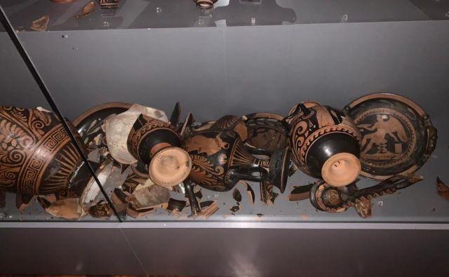 V muzeju bo gotovo sledilo zahtevno obdobje restavriranja samega objekta in reševanja dragocenih eksponatov. FOTO: Arheološki muzej Zagreb/Twitter