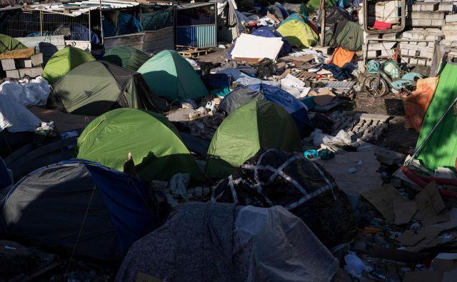 Zaradi novega koronovirusa so izpraznili tudi improvizirane migrantske tabore.<br /> FOTO: AFP