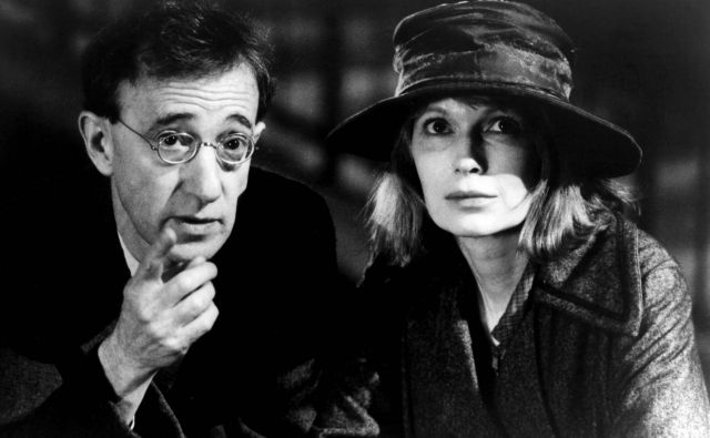 Woody Allen in Mia Farrow v filmu <em>Sence in megla</em><em> </em>Foto Cover Images