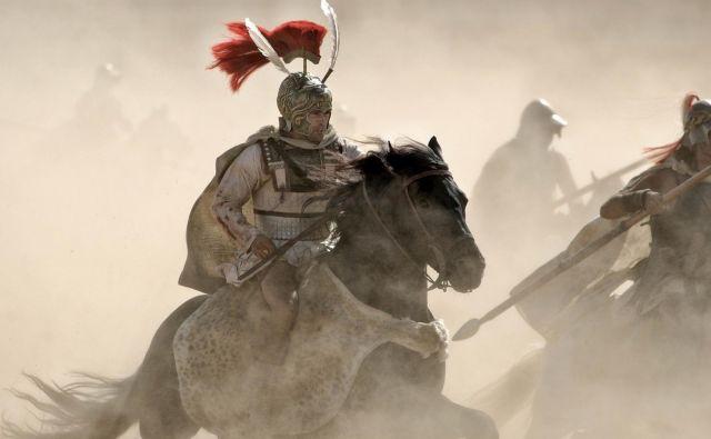 Aleksander Veliki je Iliado dojemal kot zgodbo o lastnem življenju. Bil je kralj nad kralji in bralec nad bralci. Na fotografiji: prizor iz filma Aleksander v režiji Oliverja Stona.