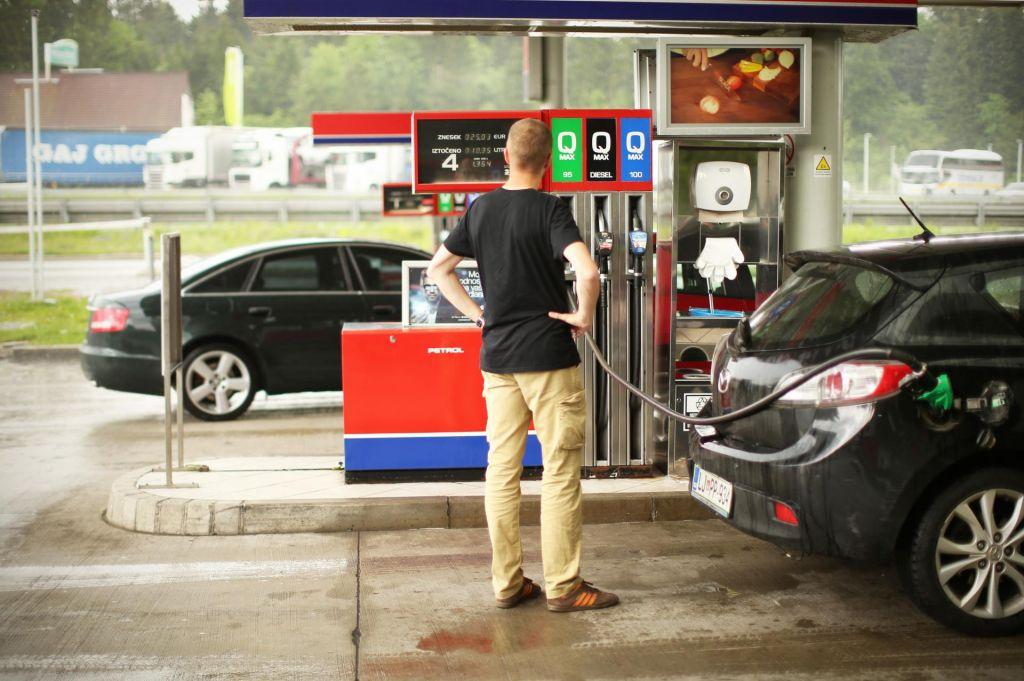 Občutna pocenitev pogonskih goriv