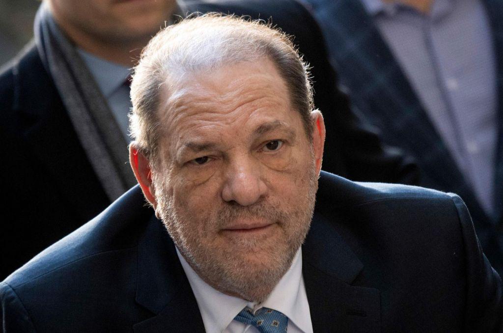 Med zaporniki, okuženimi s koronavirusom, tudi Harvey Weinstein
