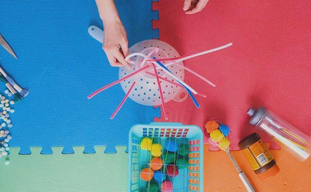 Otroške igrače, ki jih ustvarimo sami. Foto Sonja Ravbar