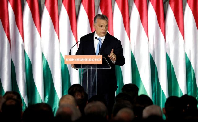 Kritiki pravijo, da bo z »zakonom o posebnih pooblastilih« madžarski premier Viktor Orbán legalno postal »diktator«. FOTO: Reuters