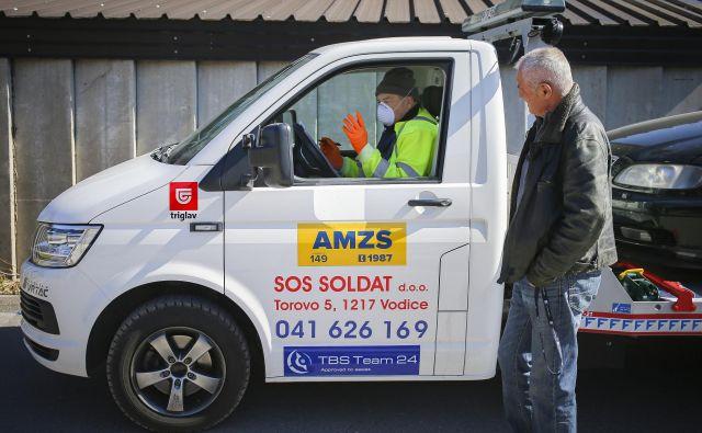 AMZS tudi v času epidemije posreduje na cesti, primerov pa je veliko manj kot v običajnih razmerah.<br /> Foto Jože Suhadolnik
