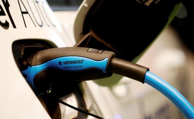Električni avtomobili v vsem svojem življenjskem ciklusu močno zmanjšujejo izpuste CO<sub>2</sub>. FOTO: Ints Kalnins/Reuters