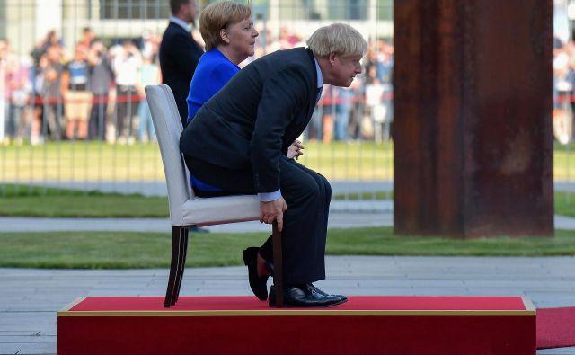 Britanski premier Boris Johnson in nemška kanclerka Angela Merkel avgusta lani med njunim dvostranskim srečanjem v Berlinu. Foto: Tobias Schwarz/Afp