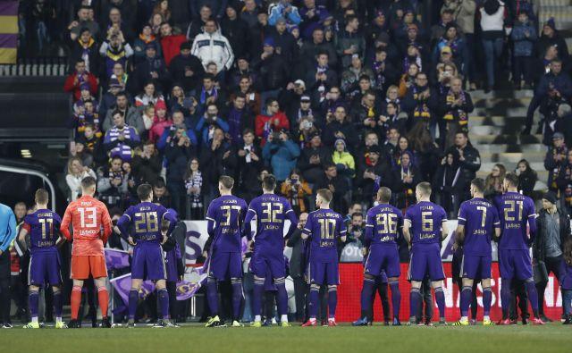 Nogometaši Maribora in njihovi navijači upajo, da se bo sezona nadaljevala čimprej. FOTO: Leon Vidic/Delo