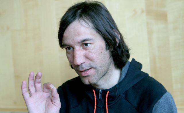 Primož Peterka zdaj kot trener bedi nad mladimi kitajskimi smučarskimi skakalkami. FOTO: Roman Šipić