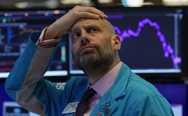 Indeks Dax je včeraj z 11 odstotno rastjo dosegel večji skok, kot ga je dosegel kadarkoli v času velike negotovosti v prejšnji krizi leta 2008. FOTO: Timothy A. Clary / Afp