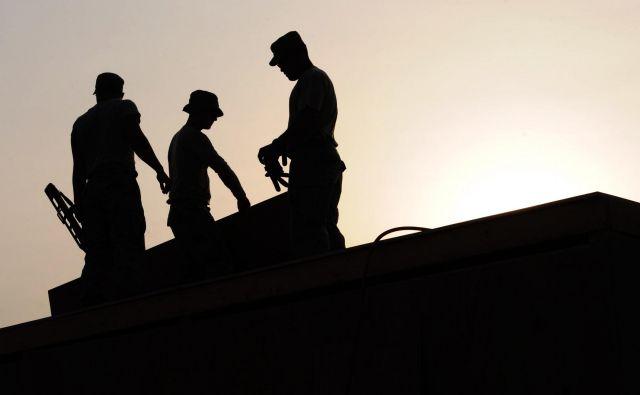 Za delavce na čakanju bo država krila vse stroške. Foto Pexels