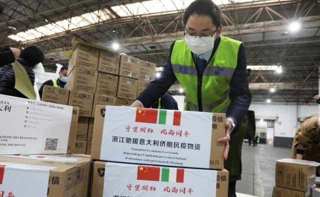 Italijanski zunanji minister Luigi Di Maio se je zahvalil Kitajski za pomoč v »težkih časih«. FOTO: Reuters