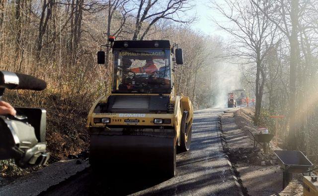 Gradnja dostopnih cest do gradbišča se je nekoliko upočasnila, vendar ni bojazni, da jih ne bi pravočasno dogradili. Foto Boris Šuligoj