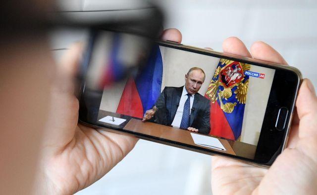 Ruski predsednik Vladimir Putin med televizijskim nagovorom. Foto: Kirill Kudryavtsev/Afp