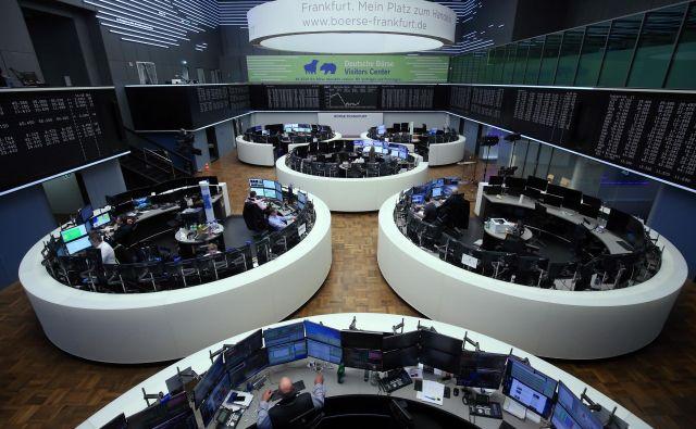 Dodatno likvidnost centralnih bank so delniški trgi sprejeli zelo dobro – tudi na borzi v Frankfurtu. FOTO: Reuters