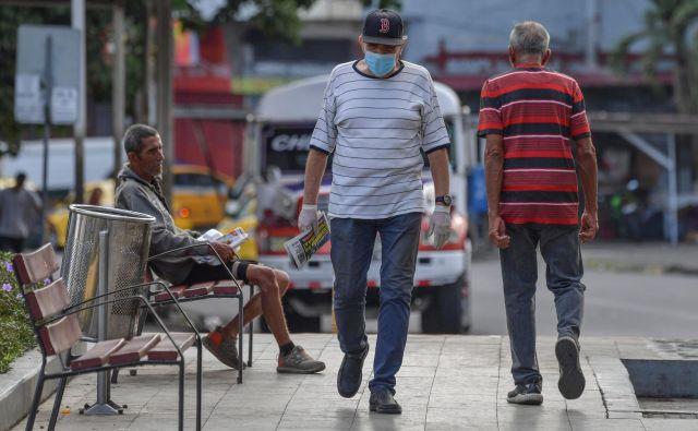 Prizor iz panamske prestolnice. V 4-milijonski Panami so potrdili 443 okužb, zaradi novega koronavirusa pa je umrlo osem oseb. FOTO: Luis Acosta/AFP