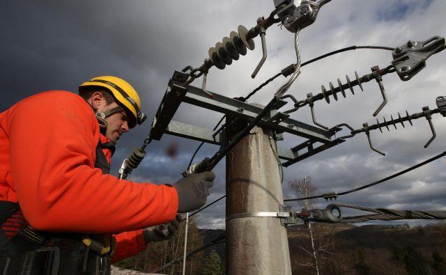 Slovensko električno omrežje bo potrebovalo še veliko vlaganj, preden bo postalo »pametno«. FOTO: Tomi Lombar