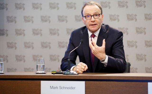 Generalni direktor Nestleja Mark Schneider je v internem sporočilu za zaposlene posebej nagovoril delavce na najbolj izpostavljenih delovnih mestih, ki ne morejo ostati doma. Foto Reuters